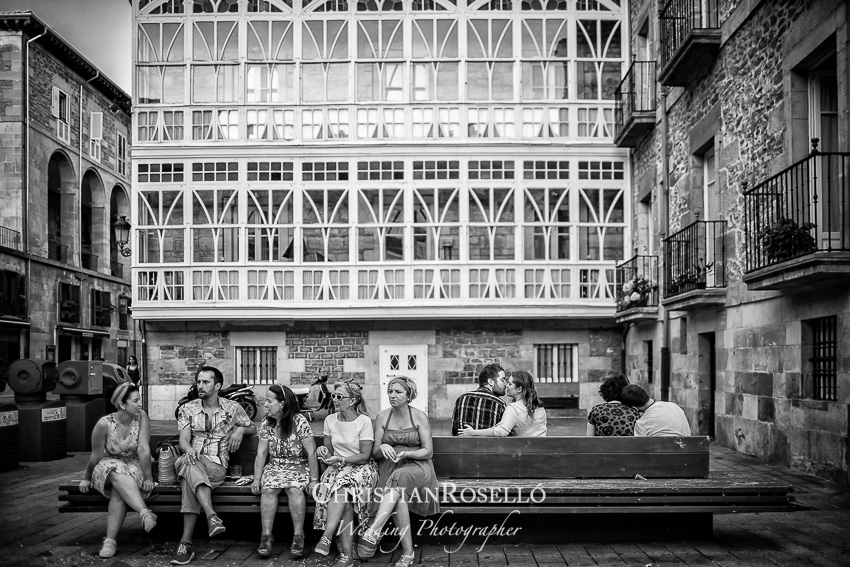 Reportaje Pre Boda en Vitoria Gasteiz, Plaza de la Virgen Blanca, Maria y Oscar. Christian Roselló Fotógrafo de bodas en Vitoria, con sede en Valencia.