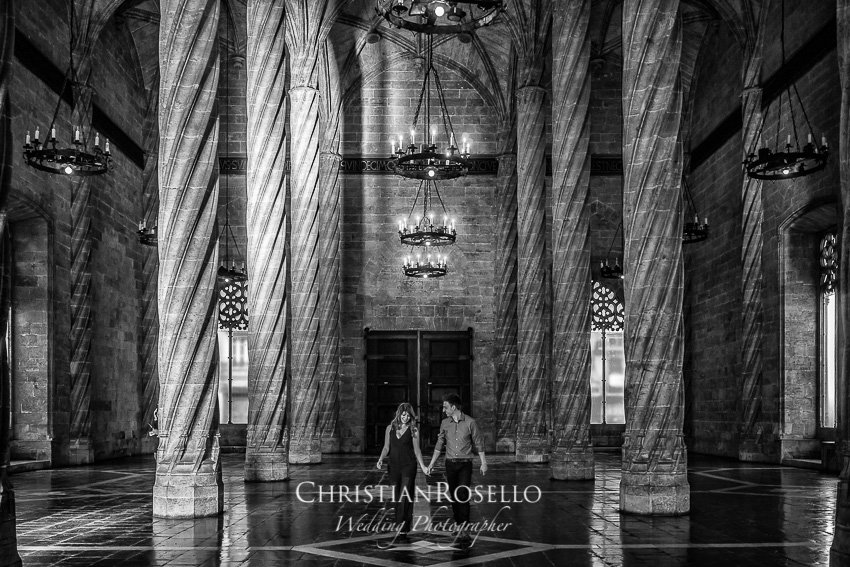Pre Boda en Valencia, Lonja de la Seda, Sasha y Jose Luis. Christian Roselló Fotógrafo de bodas con sede en Valencia