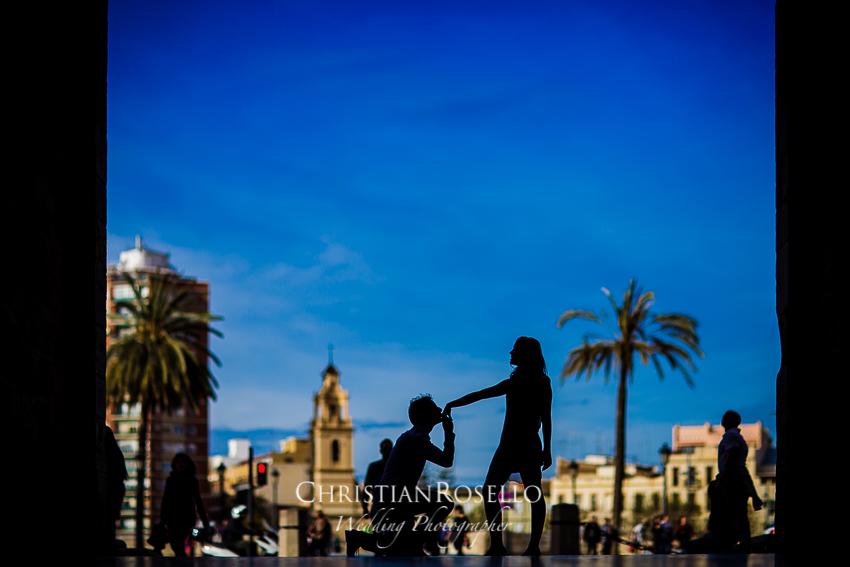 Pre Boda en Valencia, Torres de Serranos, Valencia, Laura y Salva. Christian Roselló Fotógrafo de bodas con sede en Valencia.