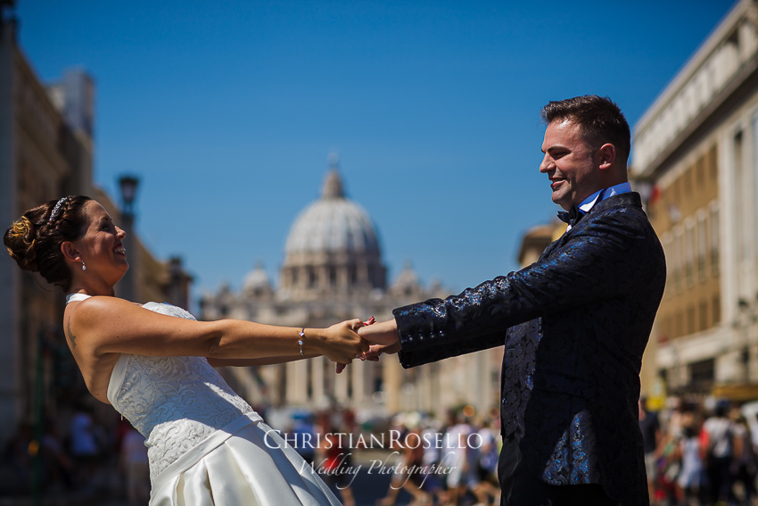 Post Boda en Roma, Ponte Sant'Angelo, Mª Jesus y Oscar. Christian Roselló, Wedding Photographer in Rome, based in Valencia Spain