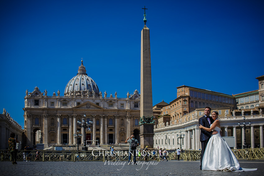 Post Boda en Roma, Piazza San Pietro Mª Jesus y Oscar. Christian Roselló, Wedding Photographer in Rome, based in Valencia Spain