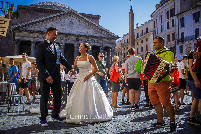Post Boda en Roma, Piazza della Rotonda, Mª Jesus y Oscar. Christian Roselló, Wedding Photographer in Rome, based in Valencia Spain