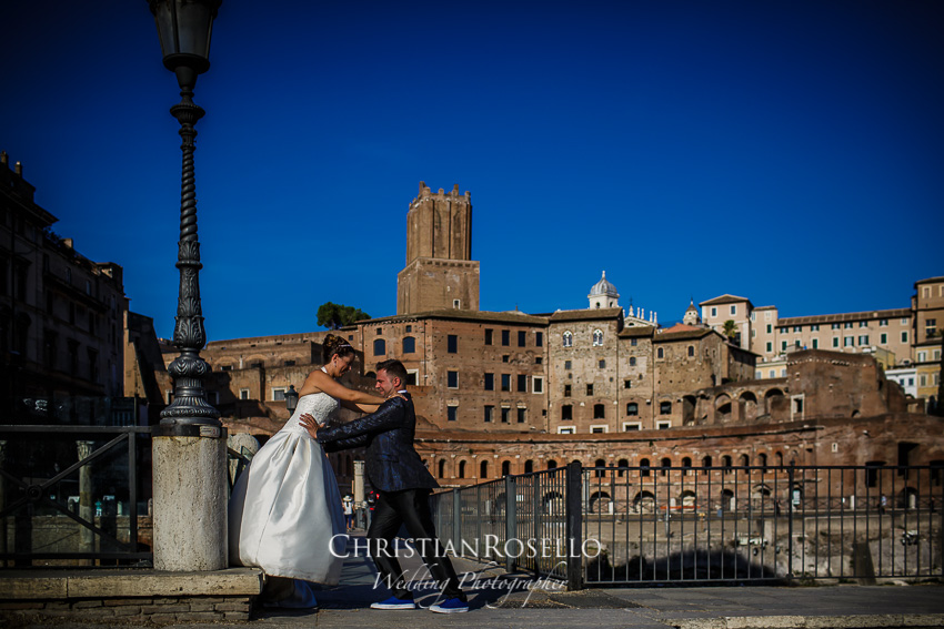 Post Boda en Roma, Via dei Fori Imperiali, Mª Jesús y Oscar. Christian Roselló, Wedding Photographer in Rome, based in Valencia Spain