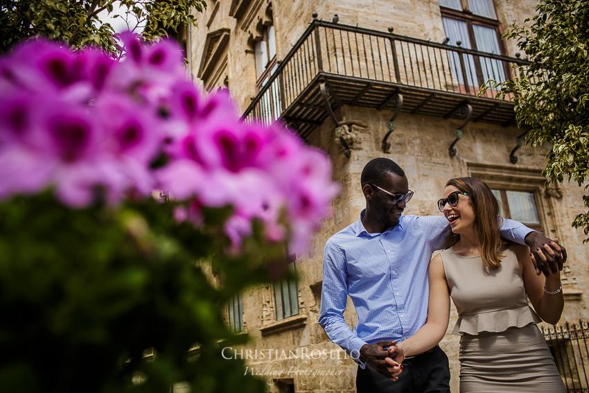 Reportaje Pre Boda en Valencia Amanda y Ben, Plaza de la Virgen. Christian Roselló Fotógrafo de Bodas nacional e internacional, con sede en Valencia.