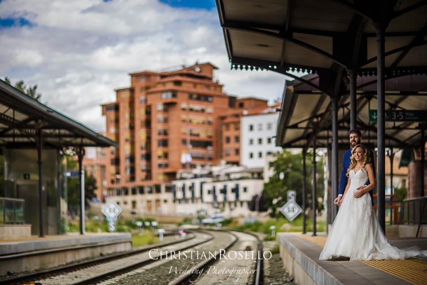 Reportaje Post Boda en Teruel Carla y Toni. Estación de Ferrocarril Teruel. Christian Roselló Fotógrafo de Bodas nacional e internacional con sede en Valencia.
