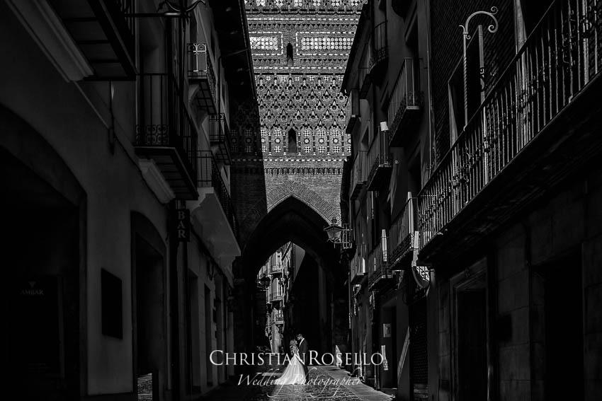 Reportaje Post Boda en Teruel Carla y Toni. Calle El Salvador Teruel. Christian Roselló Fotógrafo de Bodas nacional e internacional con sede en Valencia.
